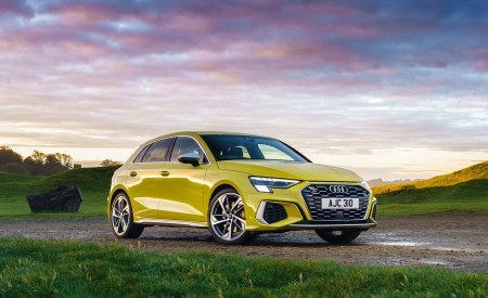 2021 Audi S3 Sportback (UK-Spec) Front Three-Quarter Wallpapers 450x275 (45)