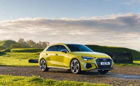 2021 Audi S3 Sportback (UK-Spec) Front Three-Quarter Wallpapers 450x275 (46)
