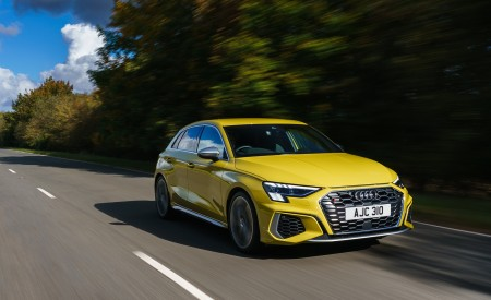 2021 Audi S3 Sportback (UK-Spec) Front Three-Quarter Wallpapers 450x275 (27)