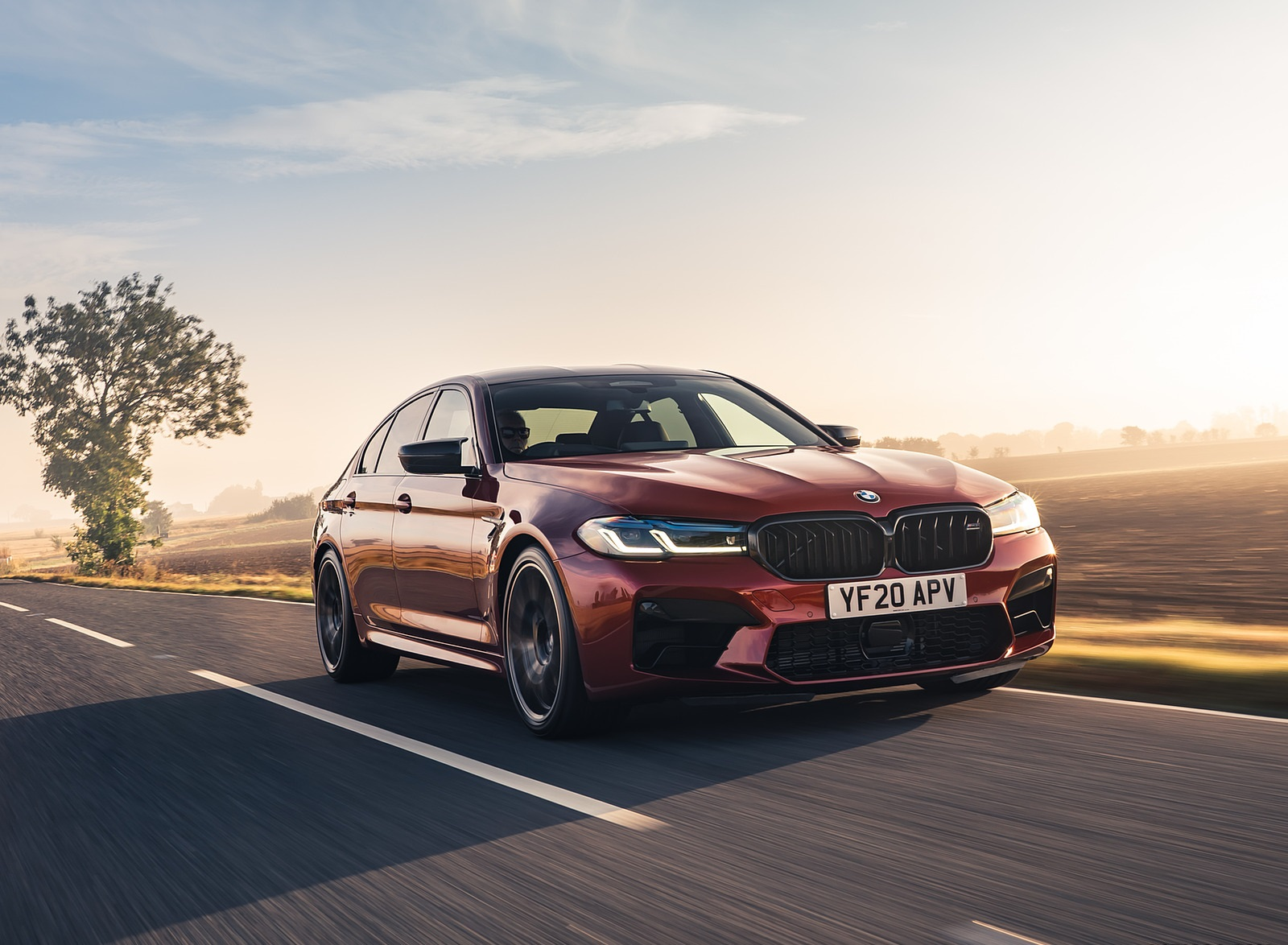 2021 BMW M5 Competition (UK-Spec) Front Three-Quarter Wallpapers  (8)