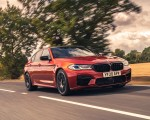 2021 BMW M5 Competition (UK-Spec) Front Three-Quarter Wallpapers 150x120 (2)