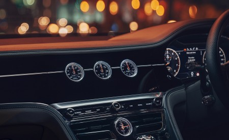2021 Bentley Flying Spur V8 Central Console Wallpapers  450x275 (34)
