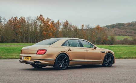 2021 Bentley Flying Spur V8 Rear Three-Quarter Wallpapers 450x275 (62)