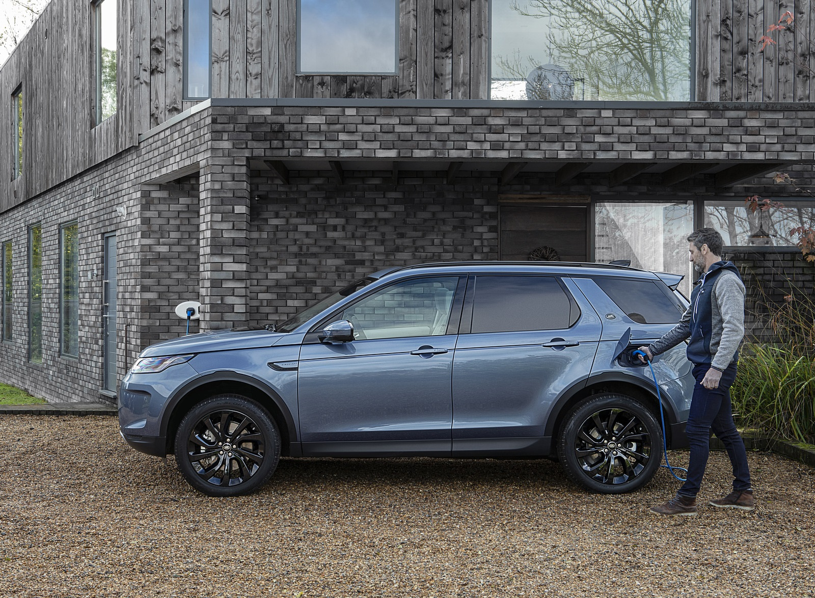 2021 Land Rover Discovery Sport P300e PHEV Charging Wallpapers (7)