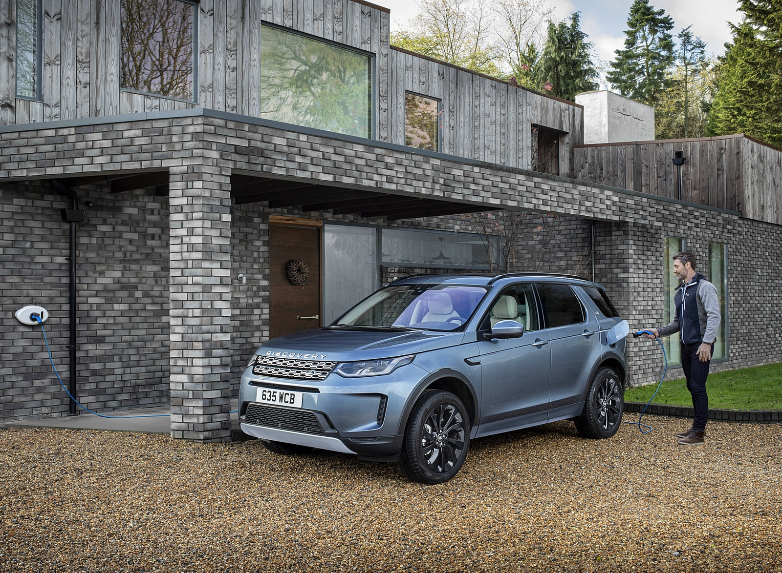 2021 Land Rover Discovery Sport P300e PHEV Front Three-Quarter Wallpapers (6)