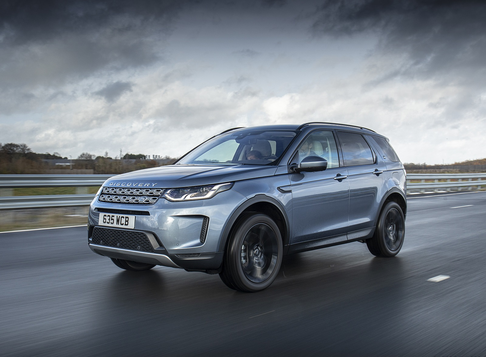 2021 Land Rover Discovery Sport P300e PHEV Front Three-Quarter Wallpapers (1)
