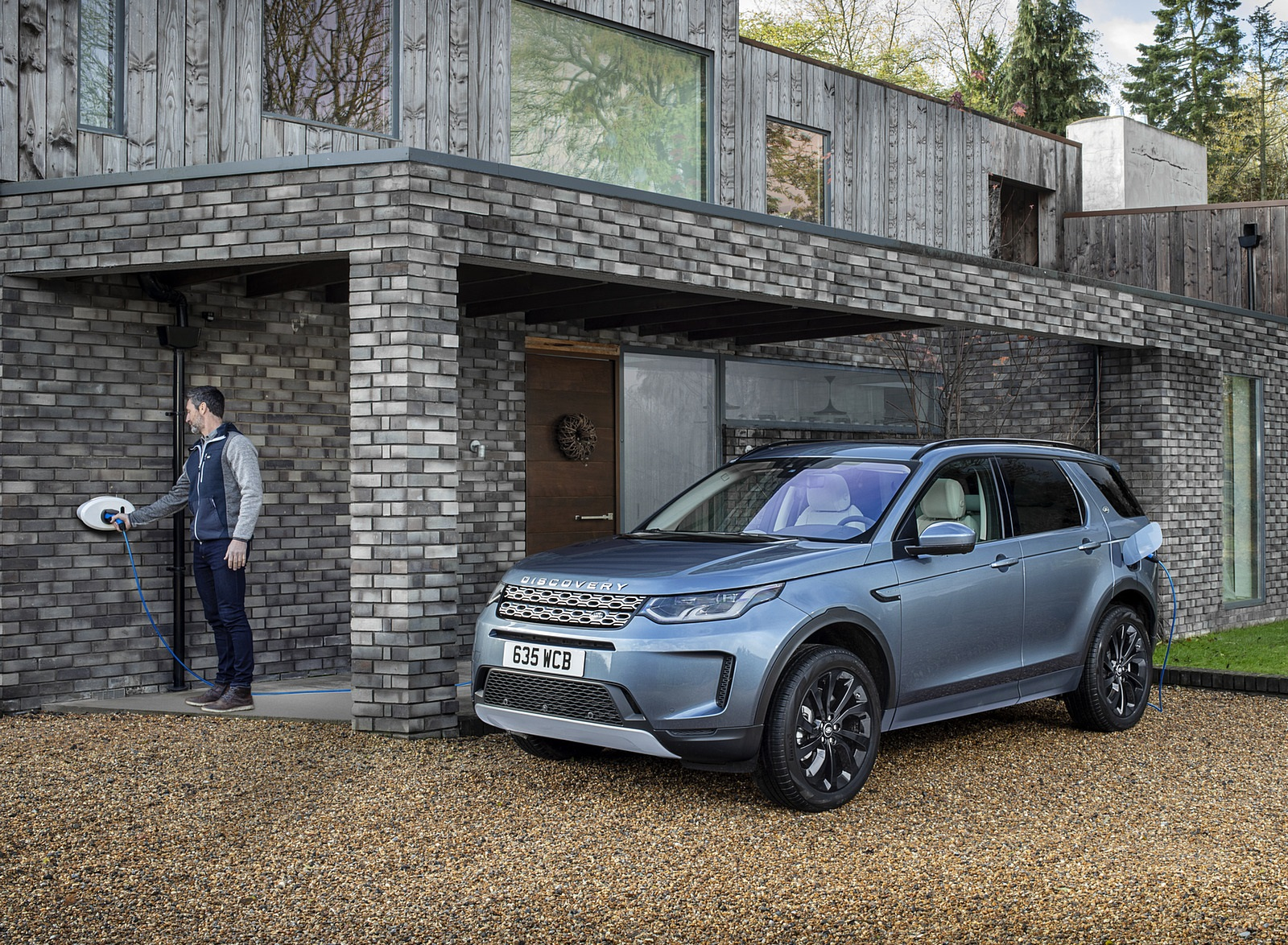 2021 Land Rover Discovery Sport P300e PHEV Front Three-Quarter Wallpapers (5)