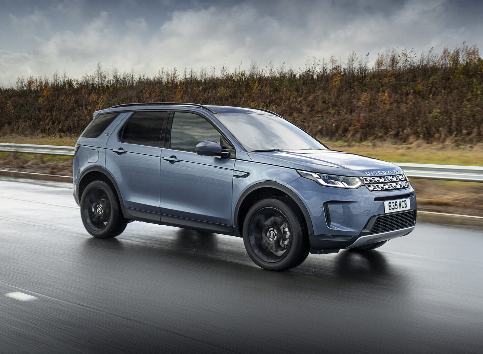 2021 Land Rover Discovery Sport P300e PHEV Front Three-Quarter Wallpapers (2)
