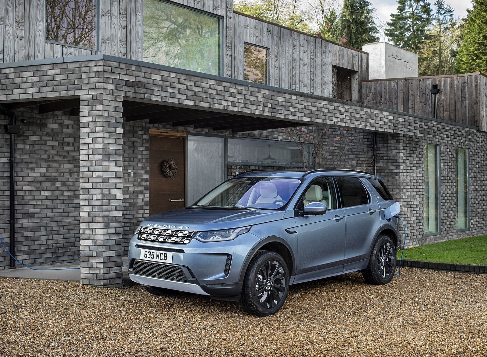 2021 Land Rover Discovery Sport P300e PHEV Front Three-Quarter Wallpapers (4)