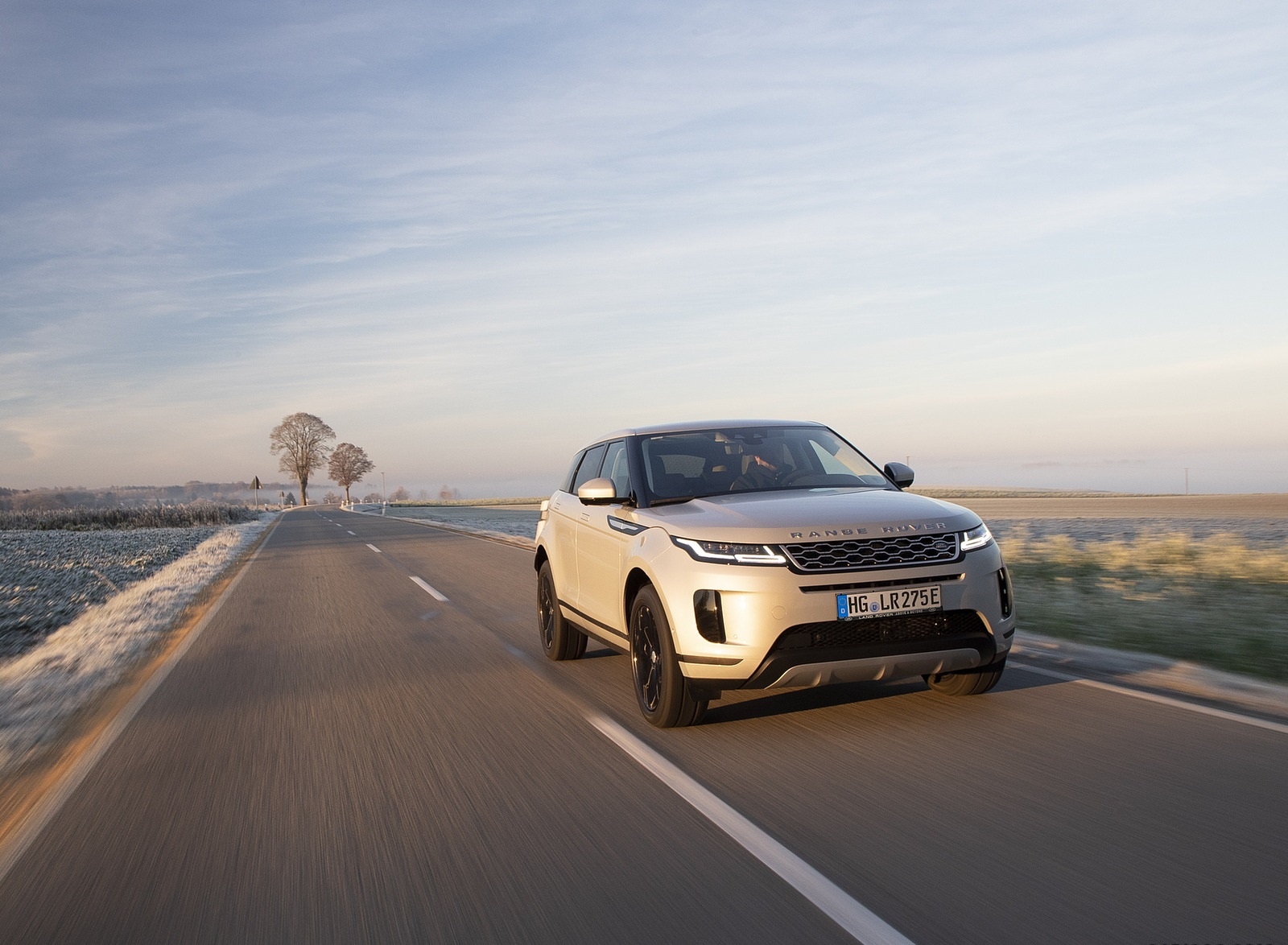 2021 Range Rover Evoque PHEV Front Wallpapers  (4)