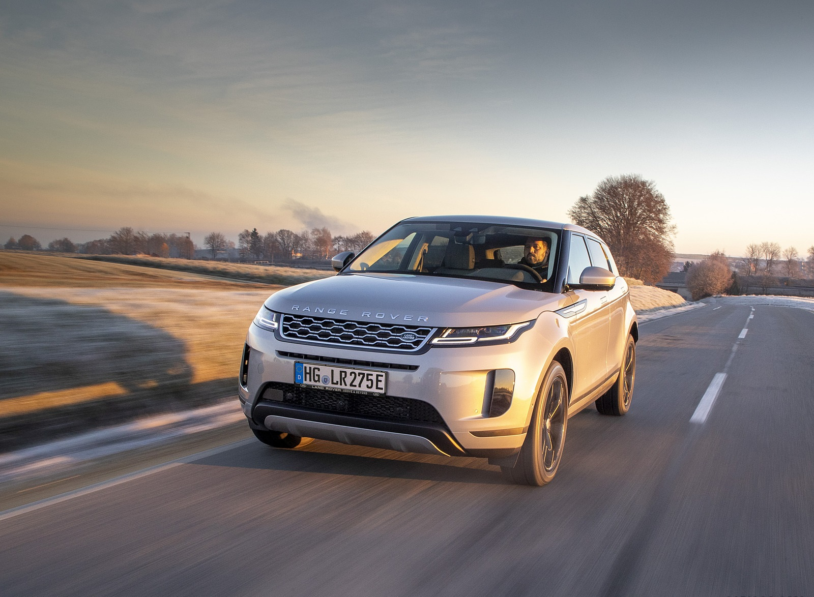 2021 Range Rover Evoque PHEV Front Wallpapers  (2)