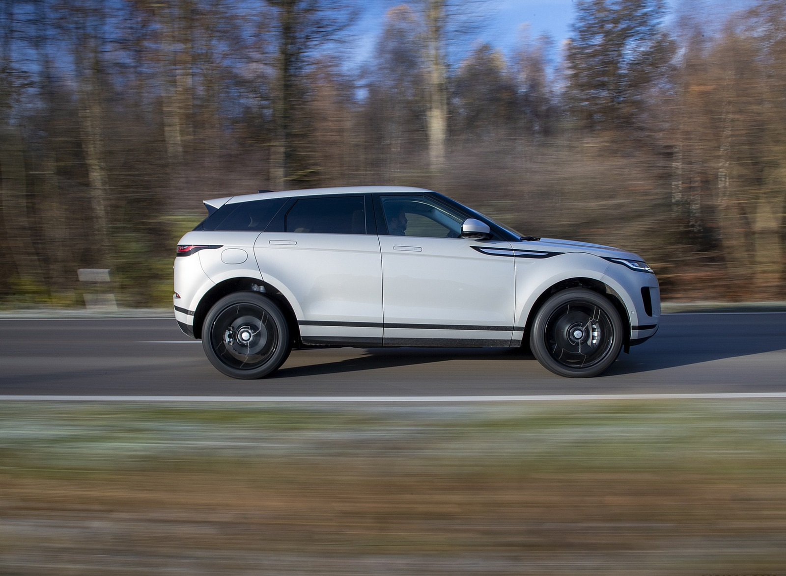 2021 Range Rover Evoque PHEV Side Wallpapers (8)