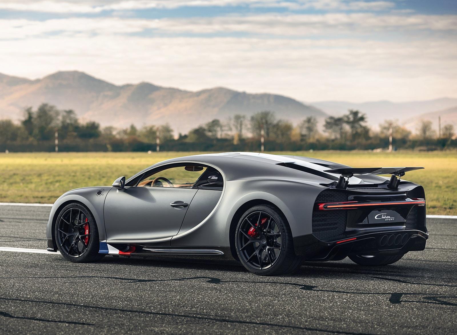 2021 Bugatti Chiron Sport Les Légendes du Ciel Rear Three-Quarter Wallpapers (3)