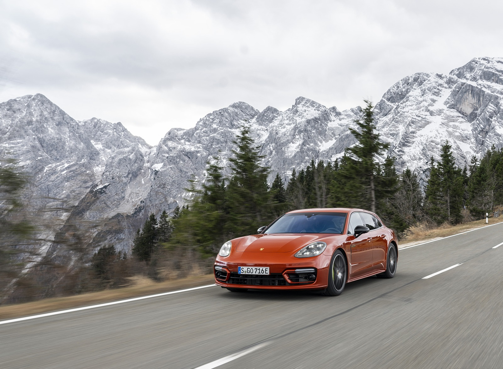 2021 Porsche Panamera 4 E-Hybrid Sport Turismo (Color: Papaya Metallic) Front Three-Quarter Wallpapers (3)