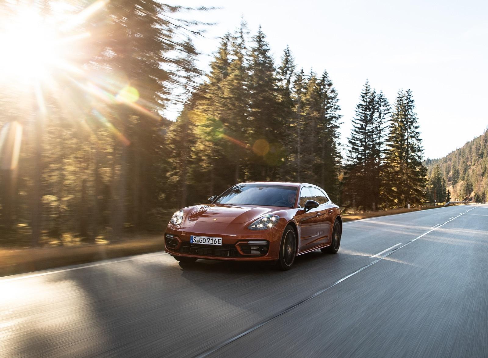 2021 Porsche Panamera 4 E-Hybrid Sport Turismo (Color: Papaya Metallic) Front Three-Quarter Wallpapers (4)