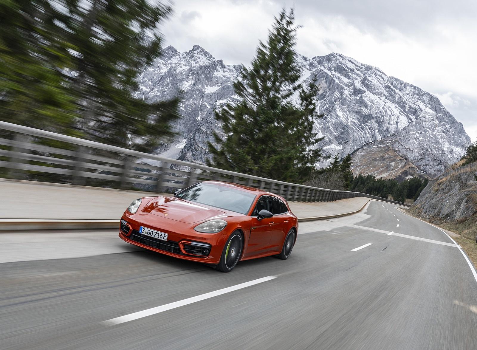 2021 Porsche Panamera 4 E-Hybrid Sport Turismo (Color: Papaya Metallic) Front Three-Quarter Wallpapers (10)