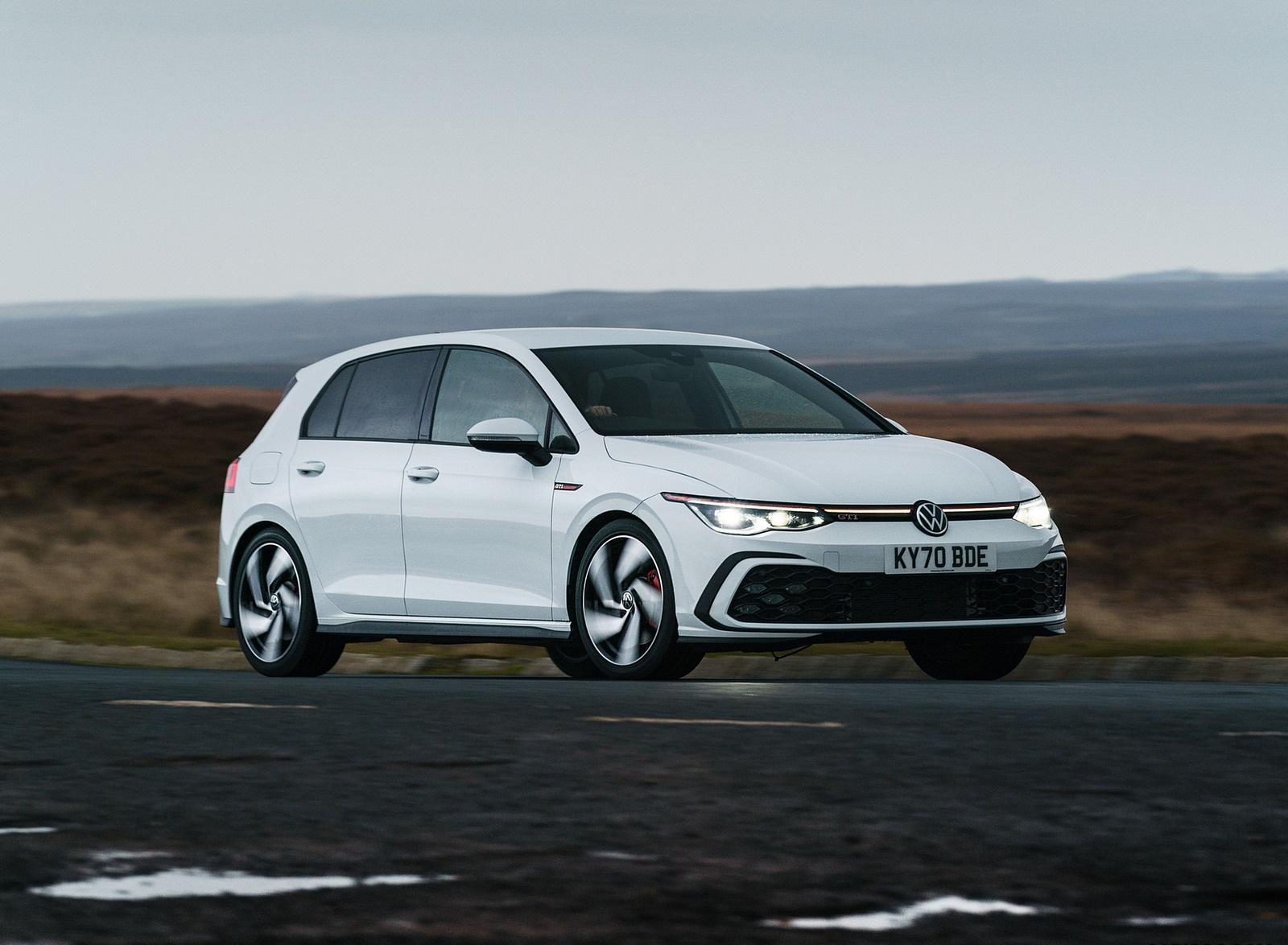 2021 Volkswagen Golf GTI (UK-Spec) Front Three-Quarter Wallpapers (2)