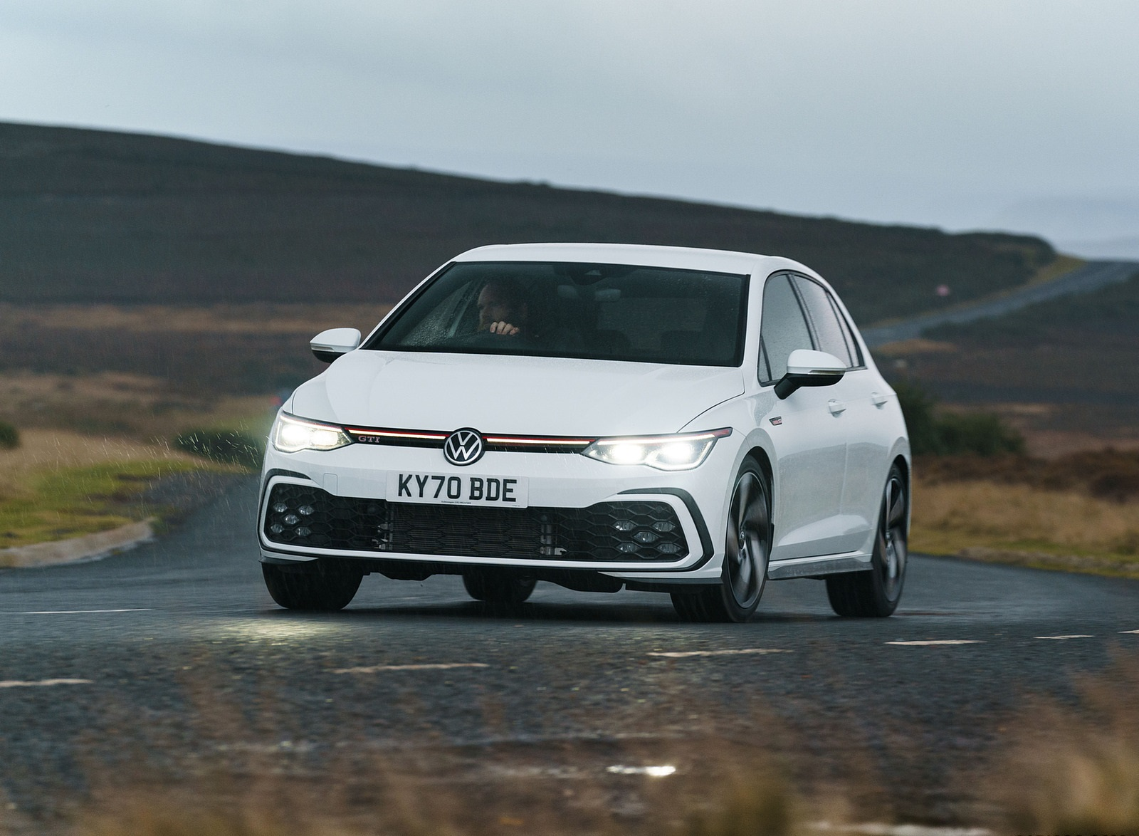 2021 Volkswagen Golf GTI (UK-Spec) Front Three-Quarter Wallpapers (1)