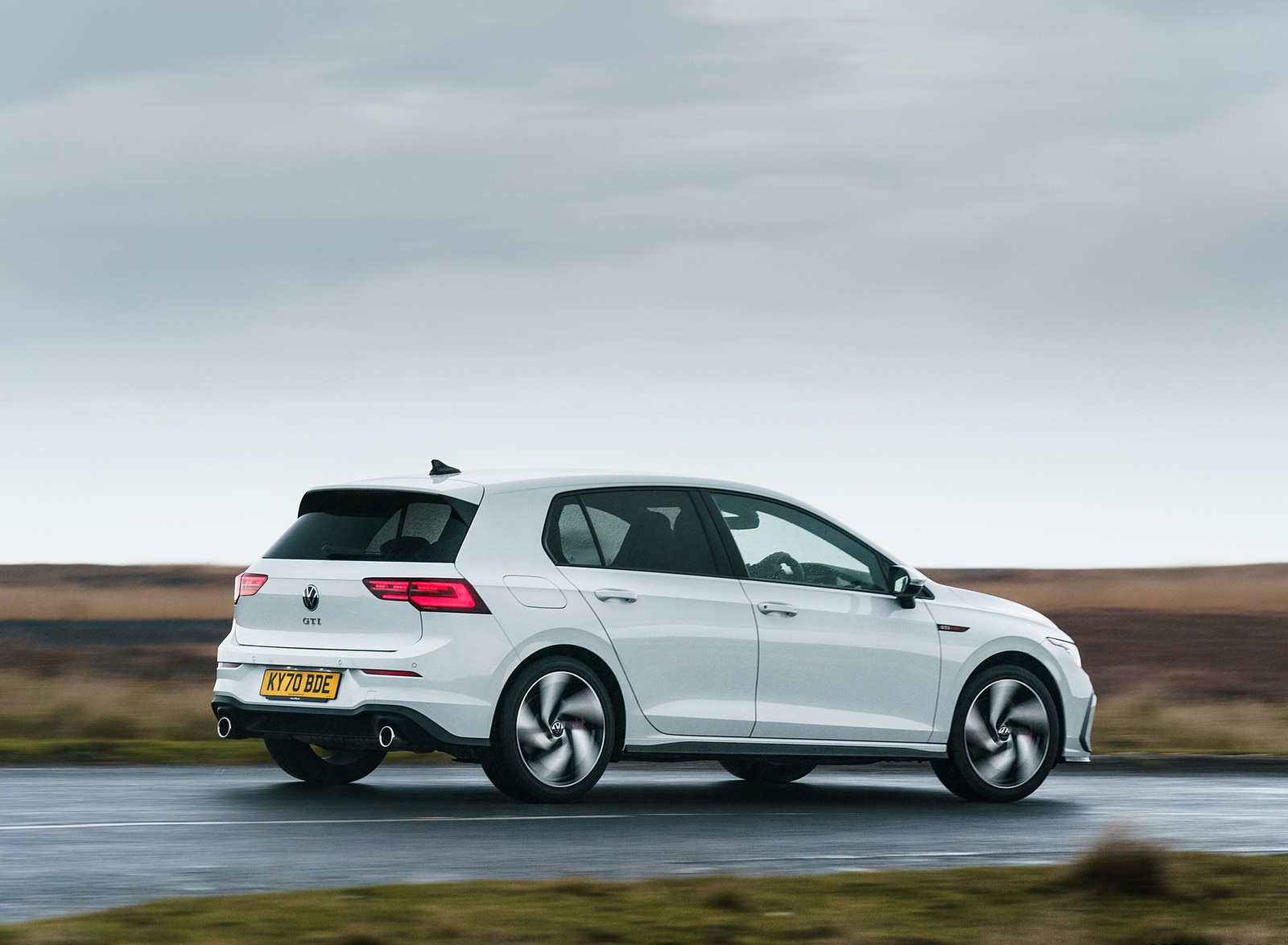 2021 Volkswagen Golf GTI (UK-Spec) Rear Three-Quarter Wallpapers  (10)
