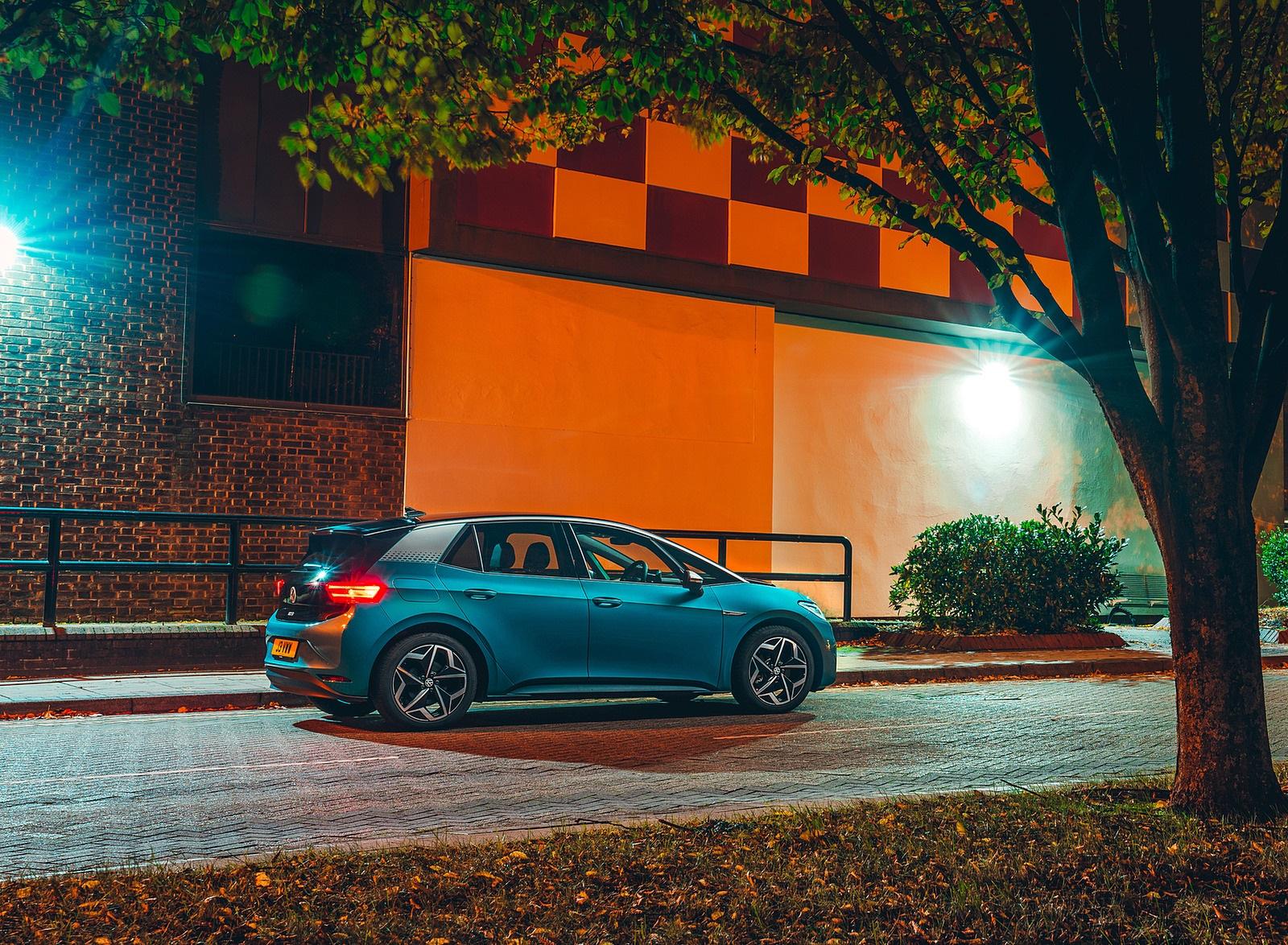 2021 Volkswagen ID.3 1st Edition (UK-Spec) Rear Three-Quarter Wallpapers (9)