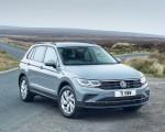 2021 Volkswagen Tiguan Life (UK-Spec) Front Three-Quarter Wallpapers 150x120 (18)