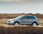 2021 Volkswagen Tiguan Life (UK-Spec) Front Three-Quarter Wallpapers  150x120 (5)