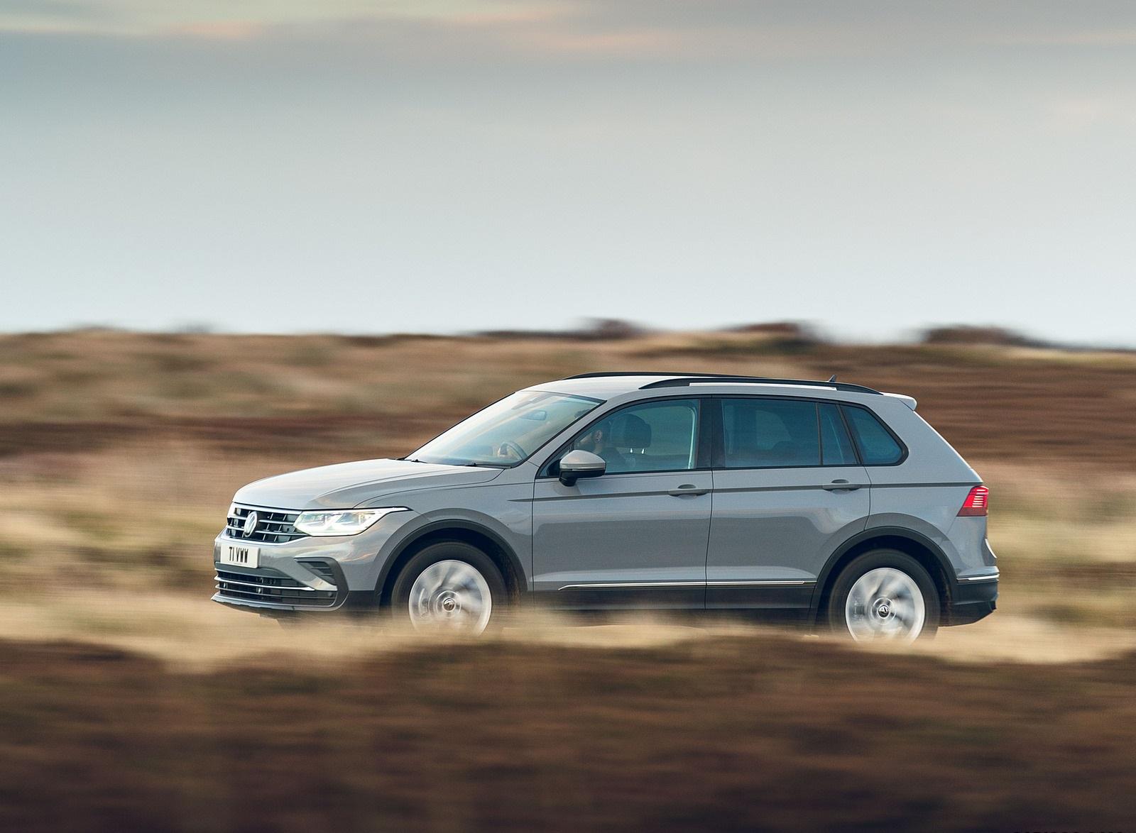 2021 Volkswagen Tiguan Life (UK-Spec) Front Three-Quarter Wallpapers  (5)