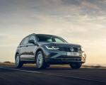 2021 Volkswagen Tiguan Life (UK-Spec) Front Three-Quarter Wallpapers 150x120 (13)