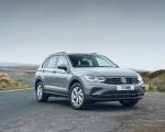 2021 Volkswagen Tiguan Life (UK-Spec) Front Three-Quarter Wallpapers  150x120 (19)