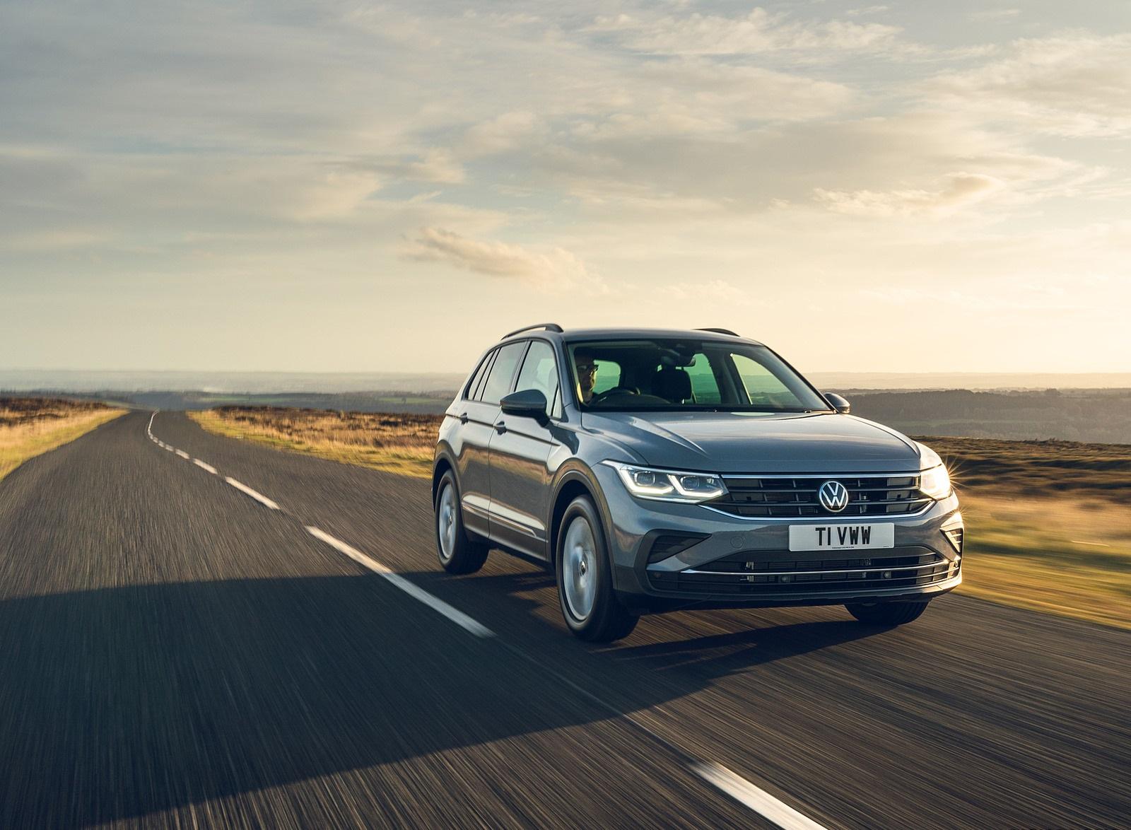 2021 Volkswagen Tiguan Life (UK-Spec) Front Three-Quarter Wallpapers  (7)