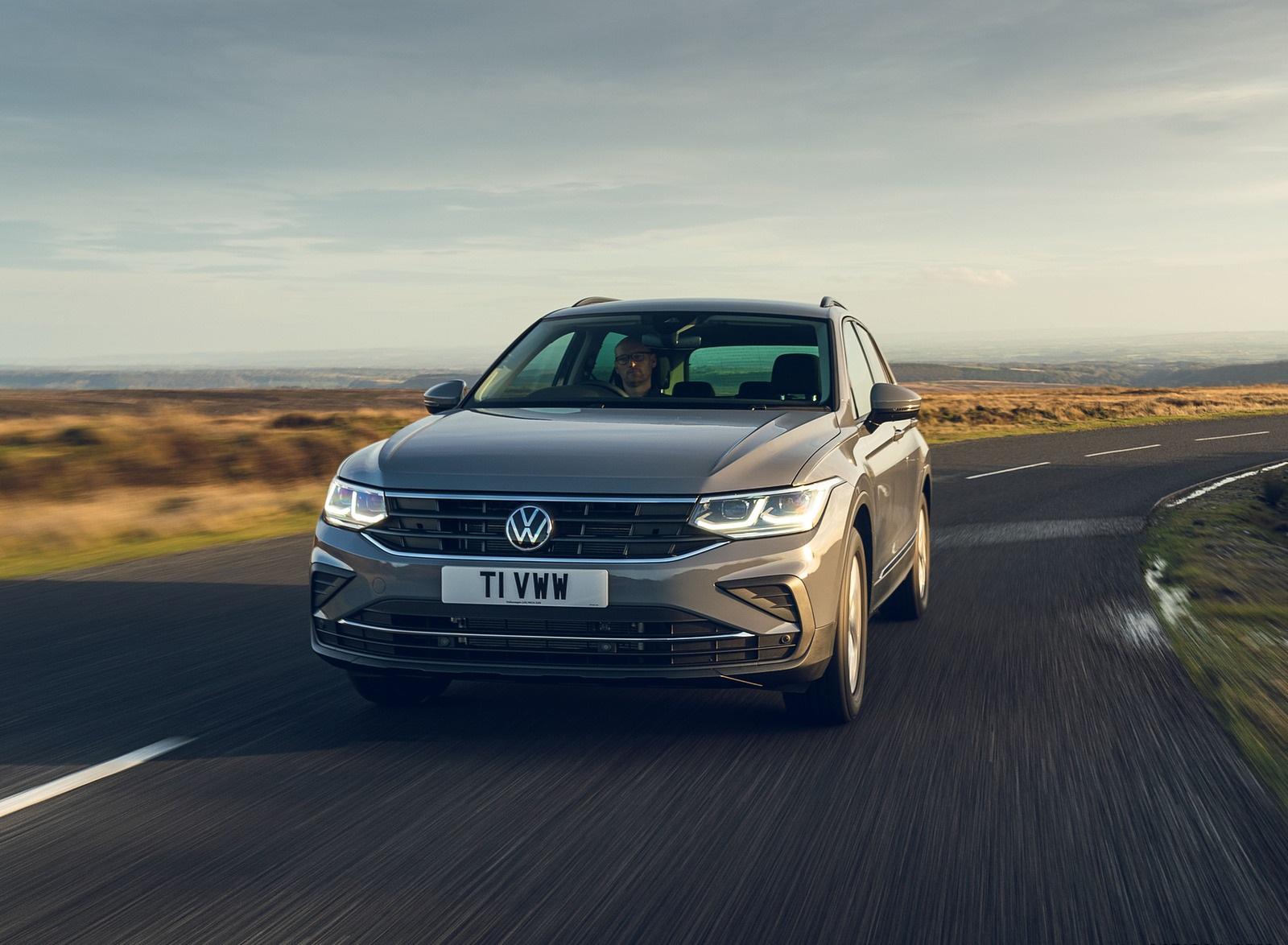 2021 Volkswagen Tiguan Life (UK-Spec) Front Wallpapers  (8)