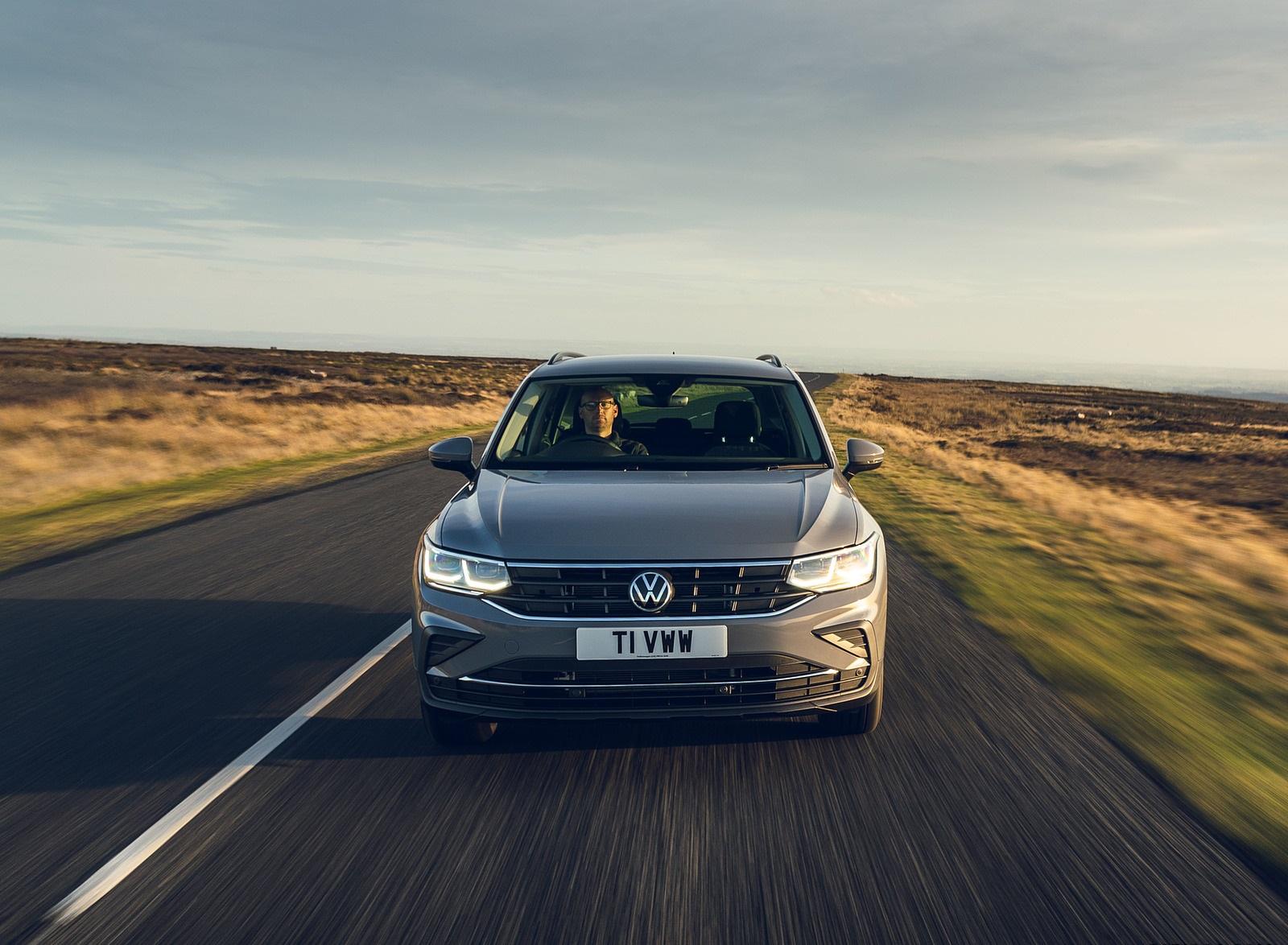 2021 Volkswagen Tiguan Life (UK-Spec) Front Wallpapers (4)