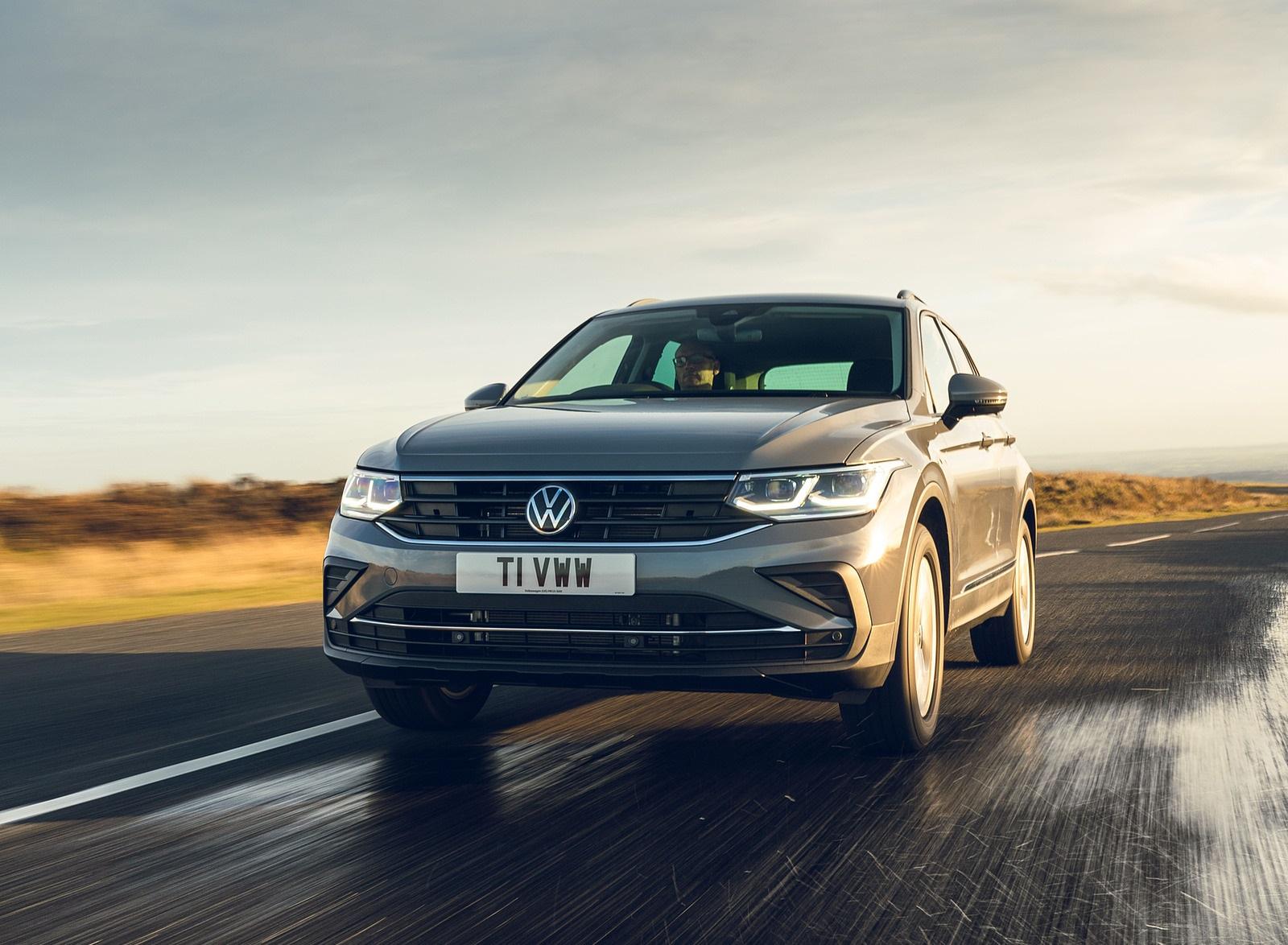 2021 Volkswagen Tiguan Life (UK-Spec) Front Wallpapers (1)