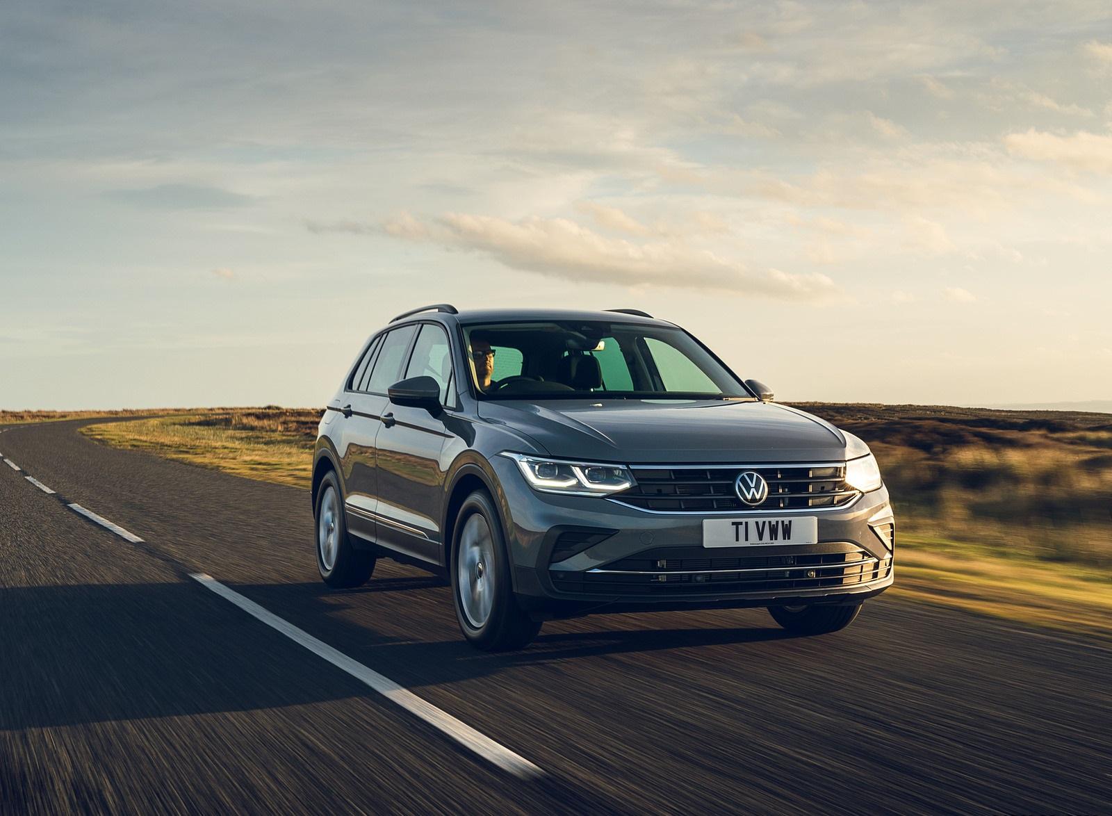 2021 Volkswagen Tiguan Life (UK-Spec) Front Wallpapers  (2)