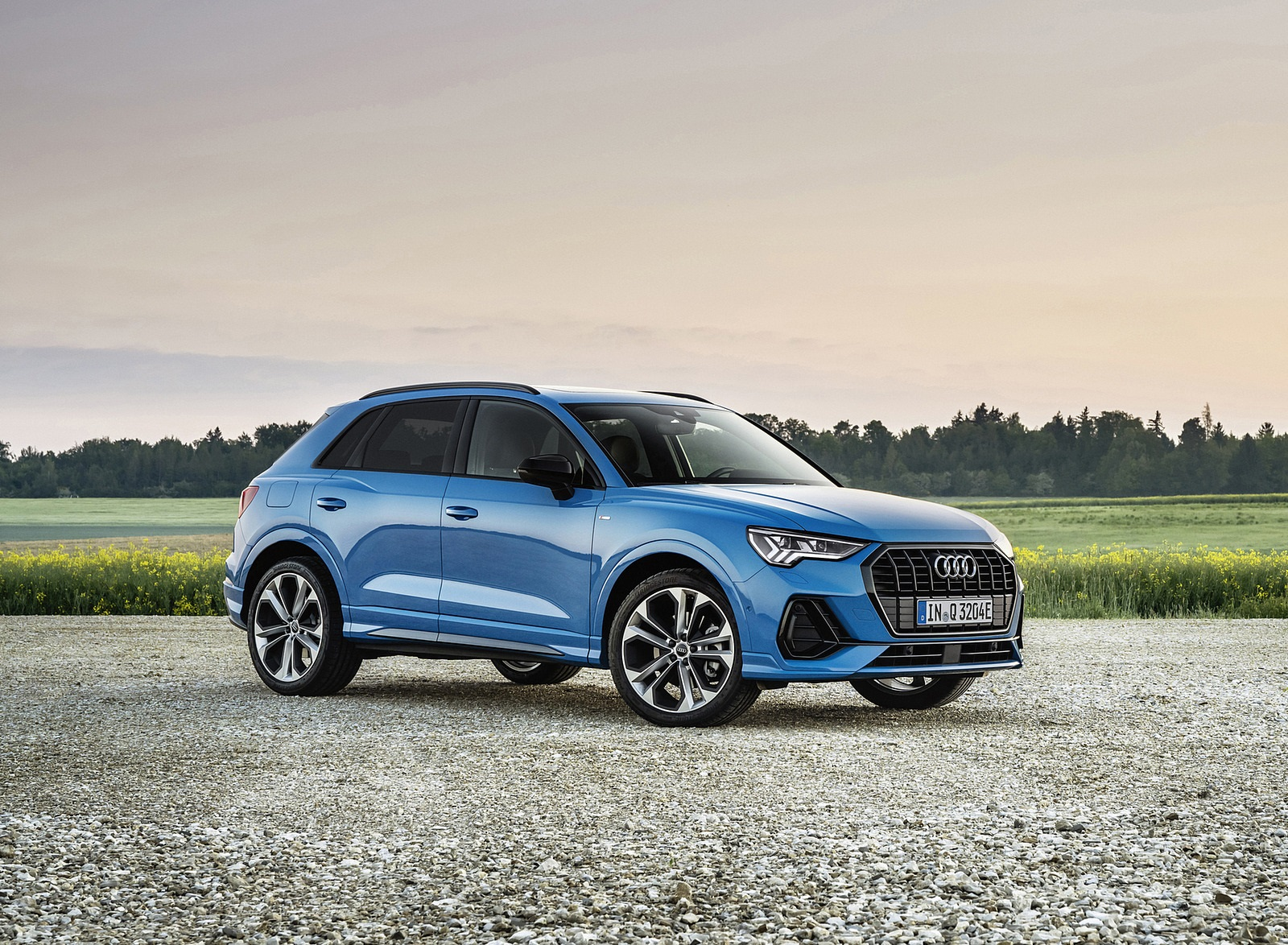 2021 Audi Q3 TFSI e Plug-In Hybrid (Color: Turbo Blue) Front Three-Quarter Wallpapers (7)