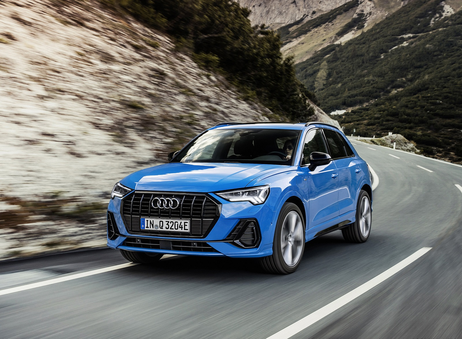 2021 Audi Q3 TFSI e Plug-In Hybrid (Color: Turbo Blue) Front Three-Quarter Wallpapers (2)
