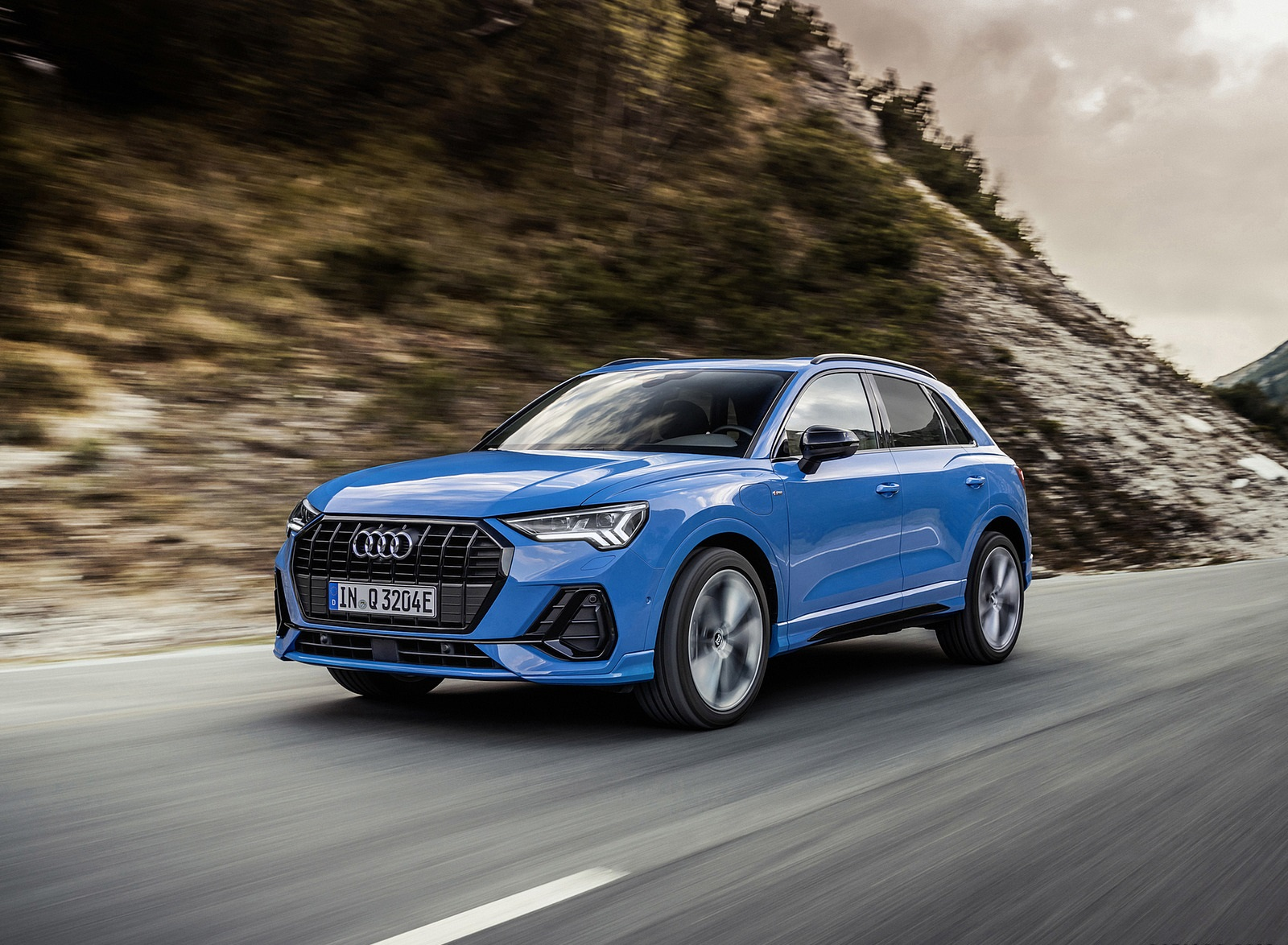 2021 Audi Q3 TFSI e Plug-In Hybrid (Color: Turbo Blue) Front Three-Quarter Wallpapers  (3)