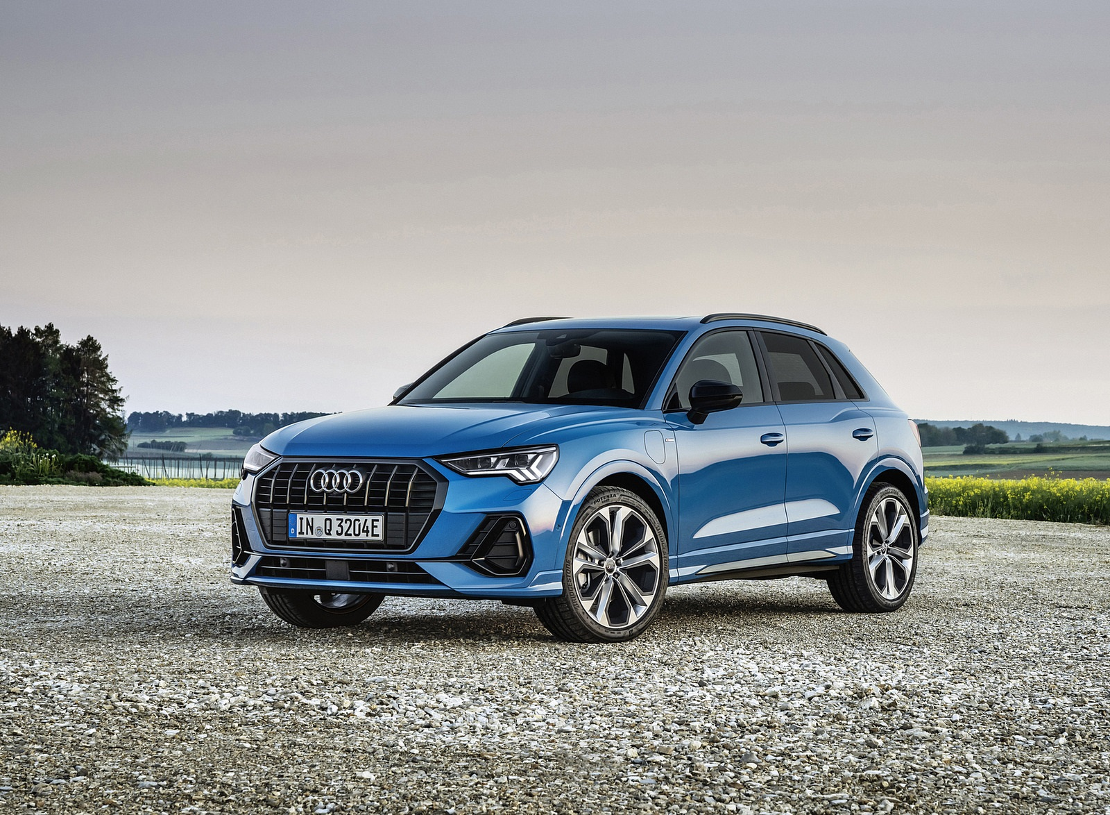 2021 Audi Q3 TFSI e Plug-In Hybrid (Color: Turbo Blue) Front Three-Quarter Wallpapers (8)
