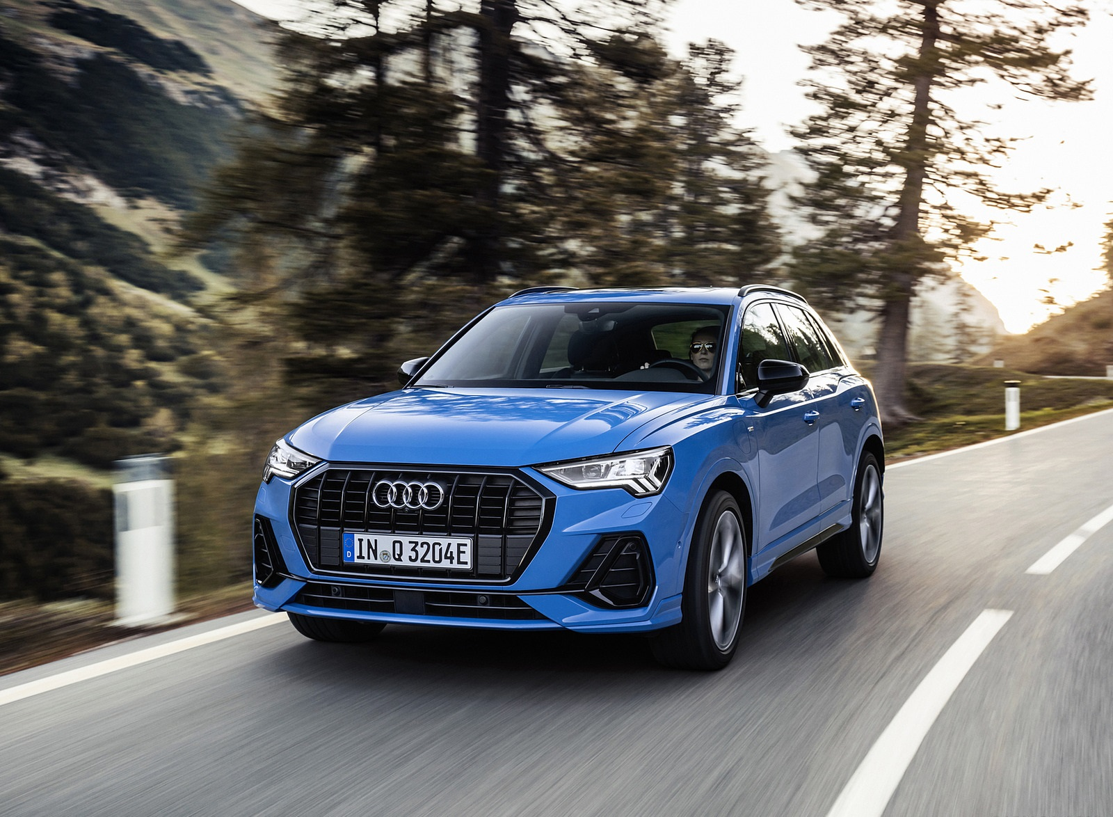 2021 Audi Q3 TFSI e Plug-In Hybrid (Color: Turbo Blue) Front Three-Quarter Wallpapers (1)