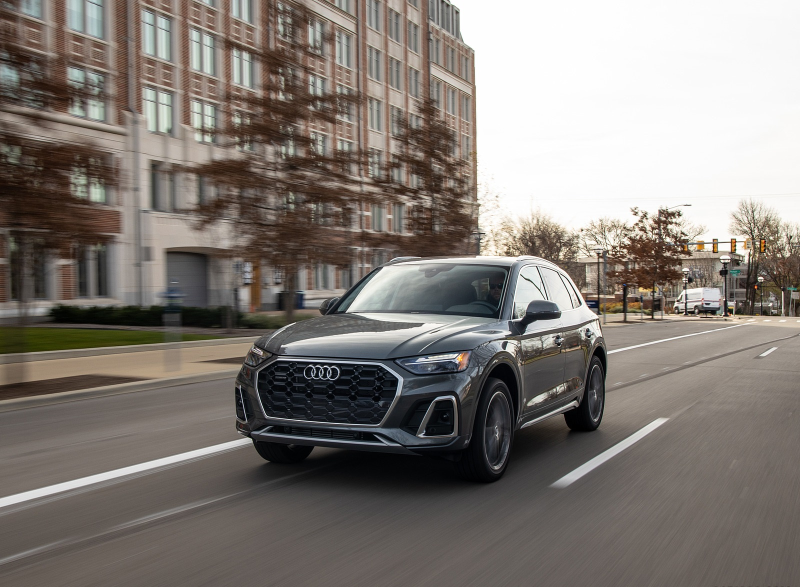2021 Audi Q5 55 TFSI e quattro PHEV (US-Spec) Front Three-Quarter Wallpapers (6)