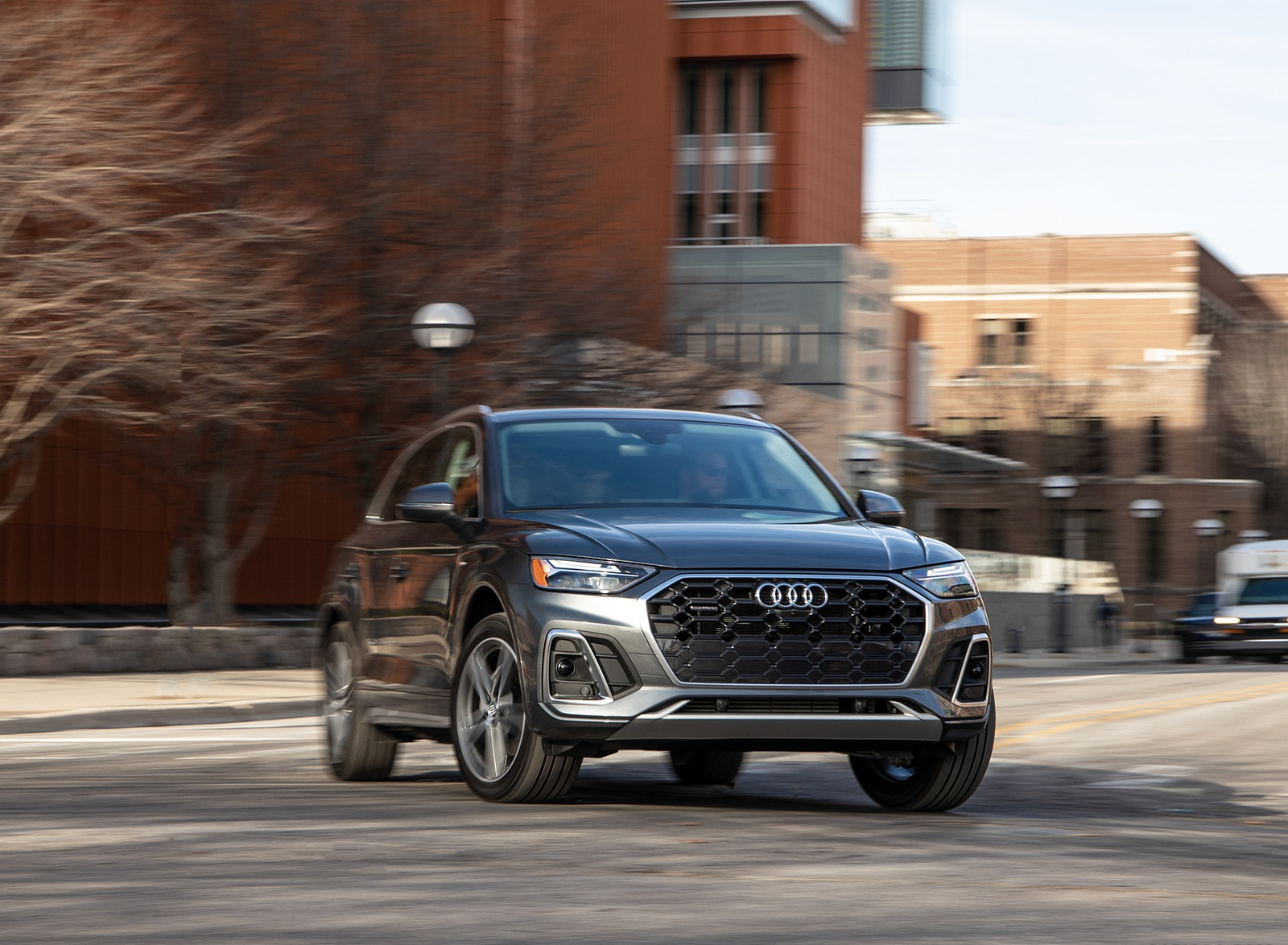 2021 Audi Q5 55 TFSI e quattro PHEV (US-Spec) Front Three-Quarter Wallpapers (9)