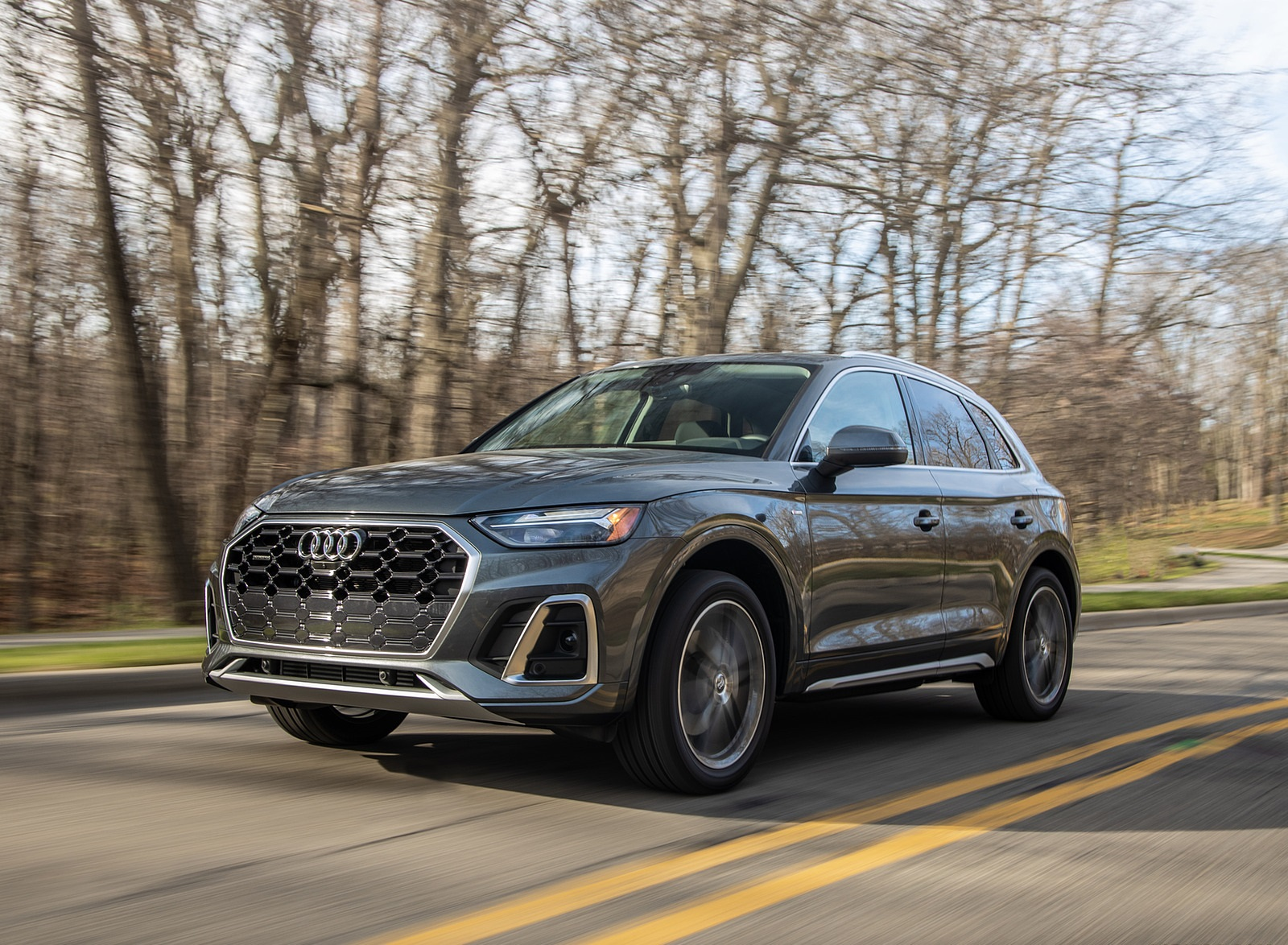 2021 Audi Q5 55 TFSI e quattro PHEV (US-Spec) Front Three-Quarter Wallpapers (2)