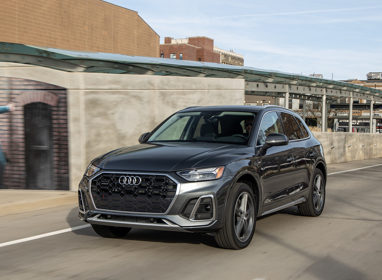 2021 Audi Q5 55 TFSI e quattro PHEV (US-Spec) Front Three-Quarter Wallpapers (10)