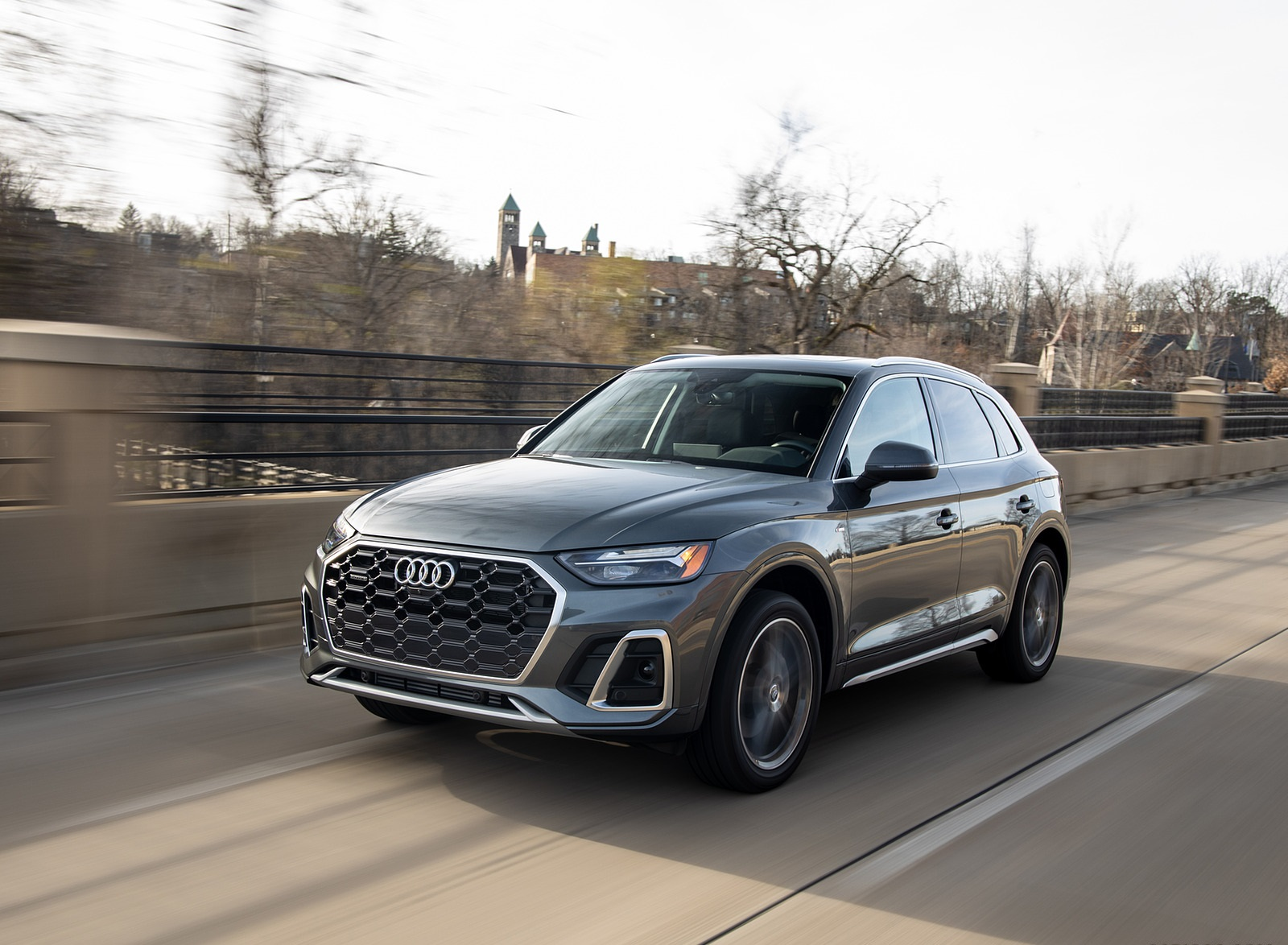 2021 Audi Q5 55 TFSI e quattro PHEV (US-Spec) Front Three-Quarter Wallpapers (3)