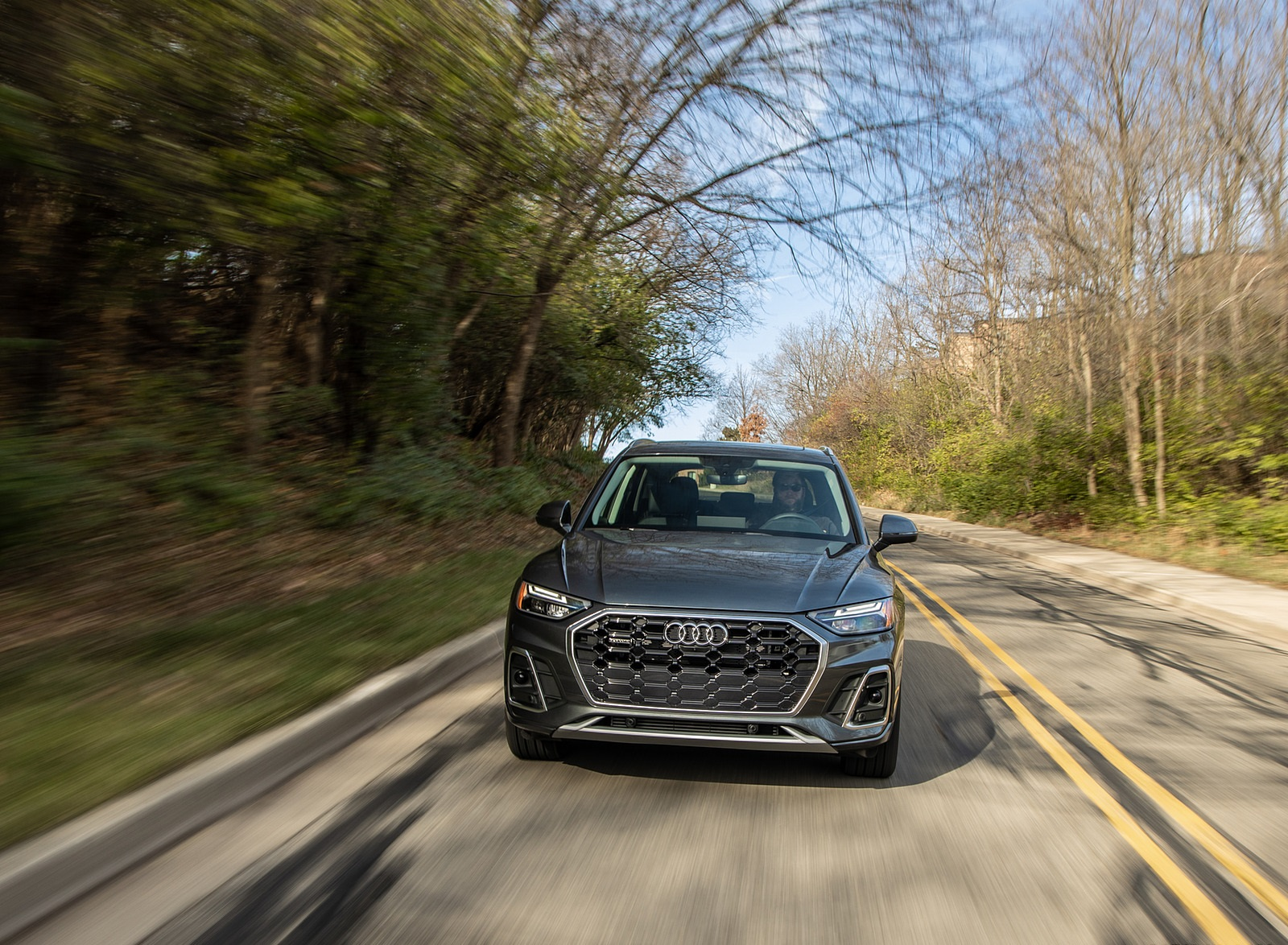 2021 Audi Q5 55 TFSI e quattro PHEV (US-Spec) Front Wallpapers (4)