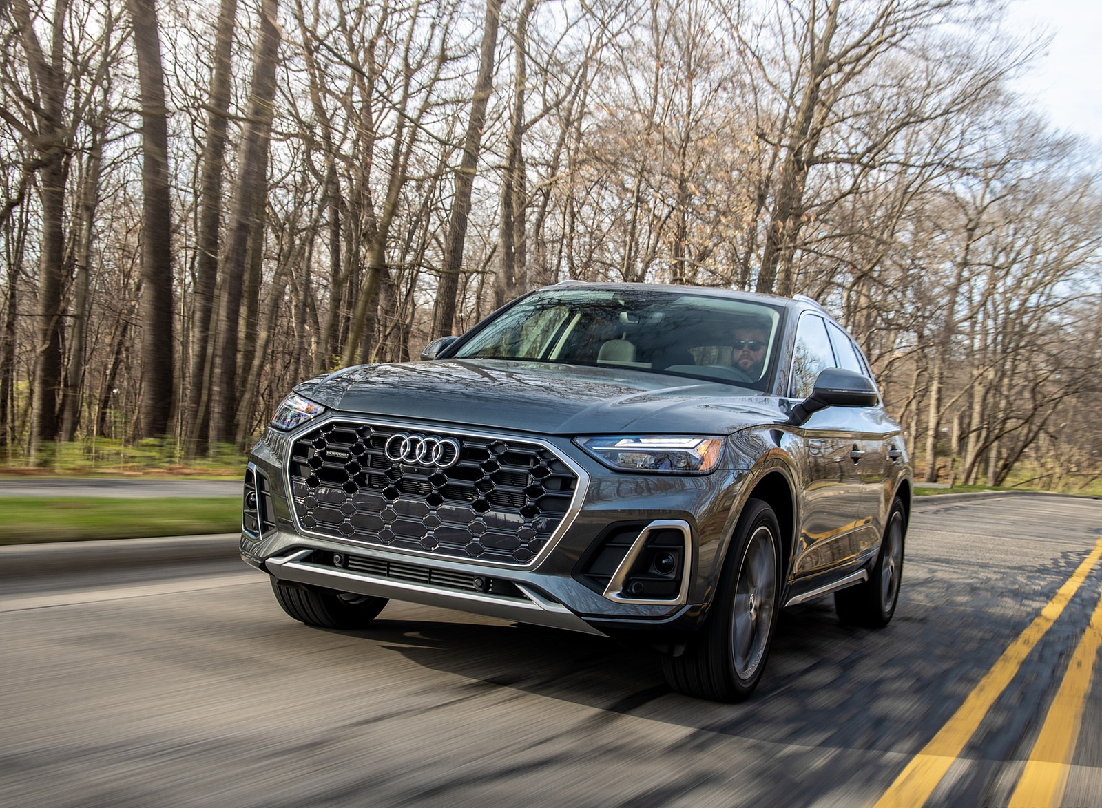 2021 Audi Q5 55 TFSI e quattro PHEV (US-Spec) Front Wallpapers (1)