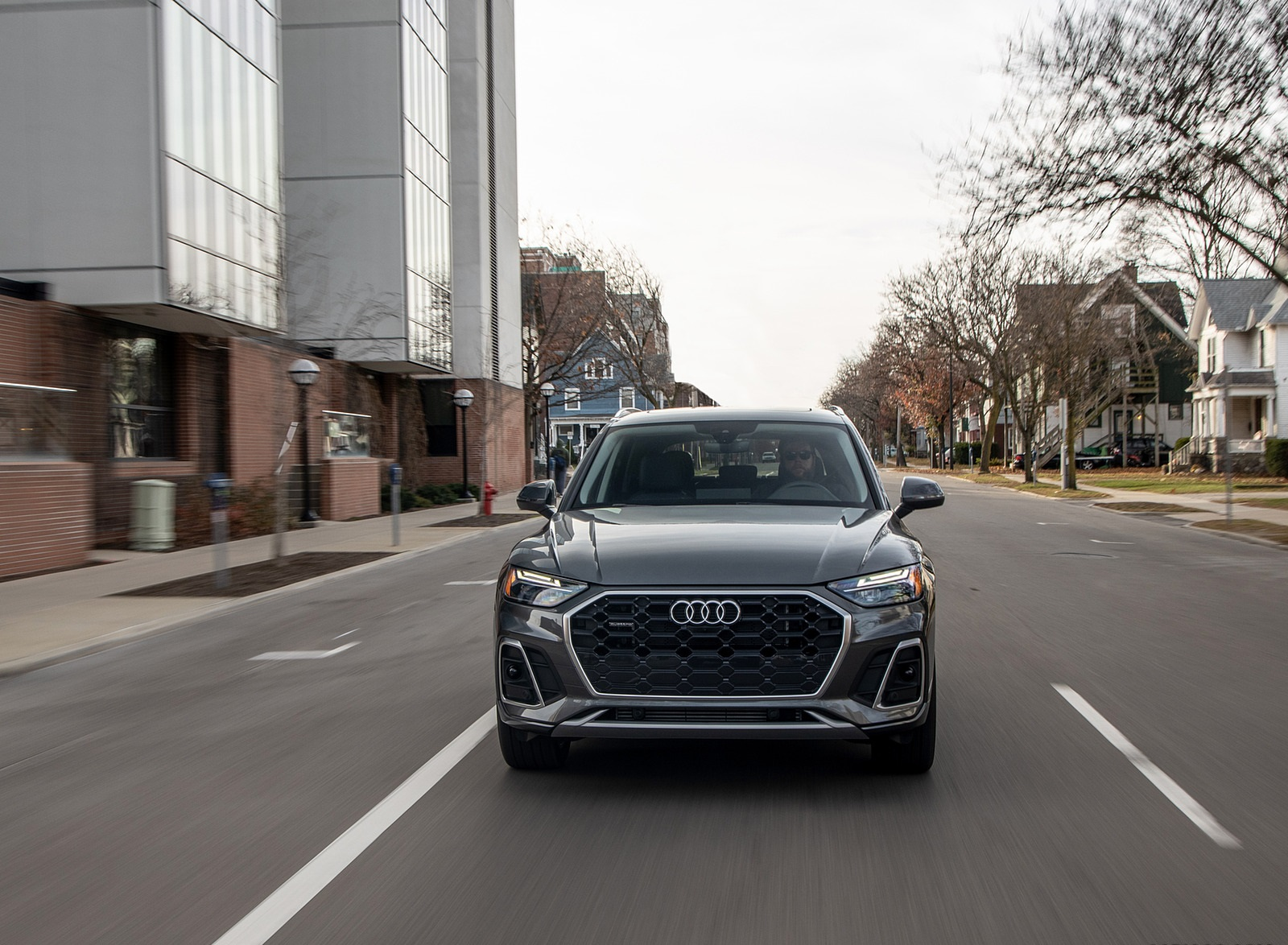 2021 Audi Q5 55 TFSI e quattro PHEV (US-Spec) Front Wallpapers (7)