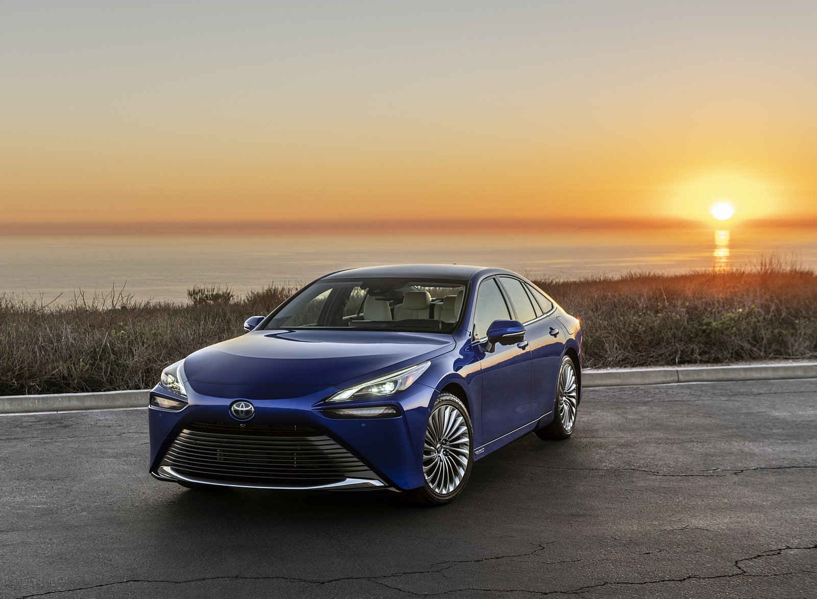 2021 Toyota Mirai FCEV Limited (Color: Hydro Blue) Front Three-Quarter Wallpapers (2)
