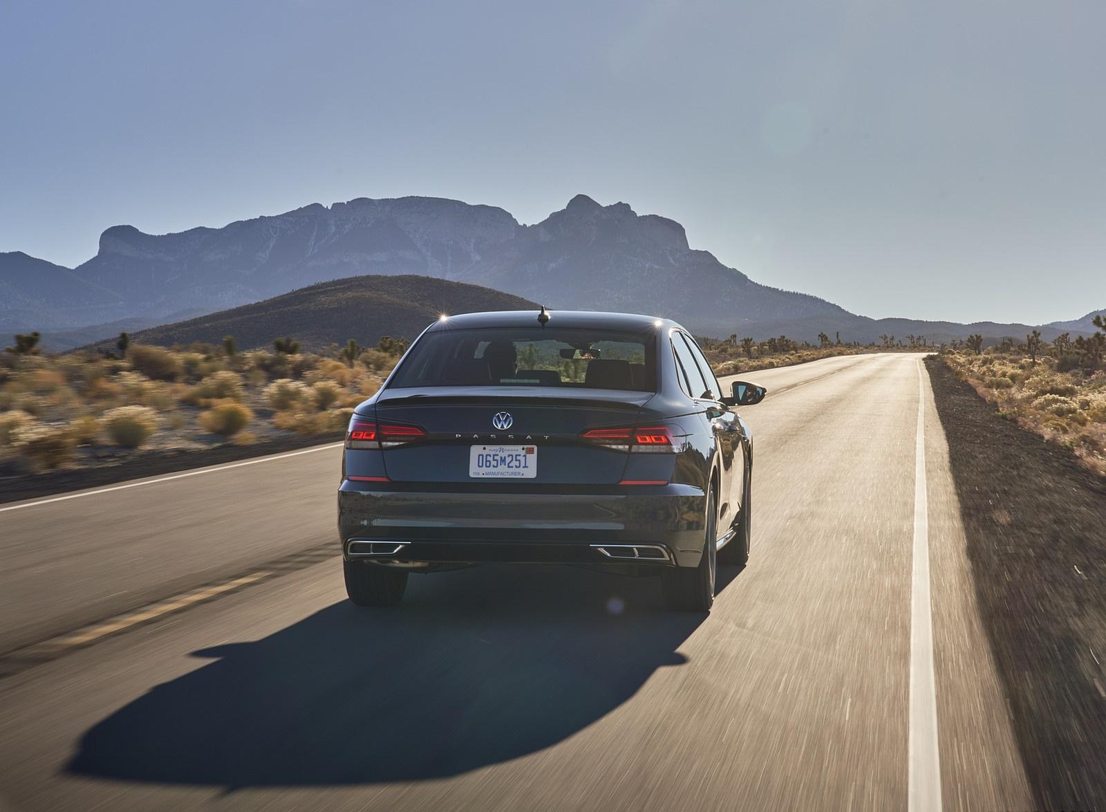 2021 Volkswagen Passat (US-Spec) Rear Wallpapers (6)