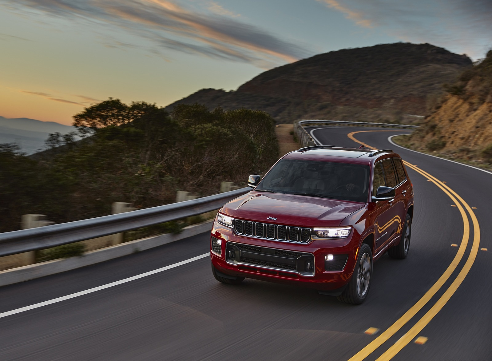 2021 Jeep Grand Cherokee L Overland Front Three-Quarter Wallpapers (1)